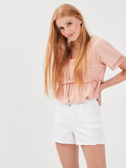 Short droit a bords francs blanc femme
